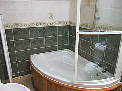 holiday cottage bathroom